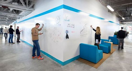 dry-erase-paint-used-in-modern-office